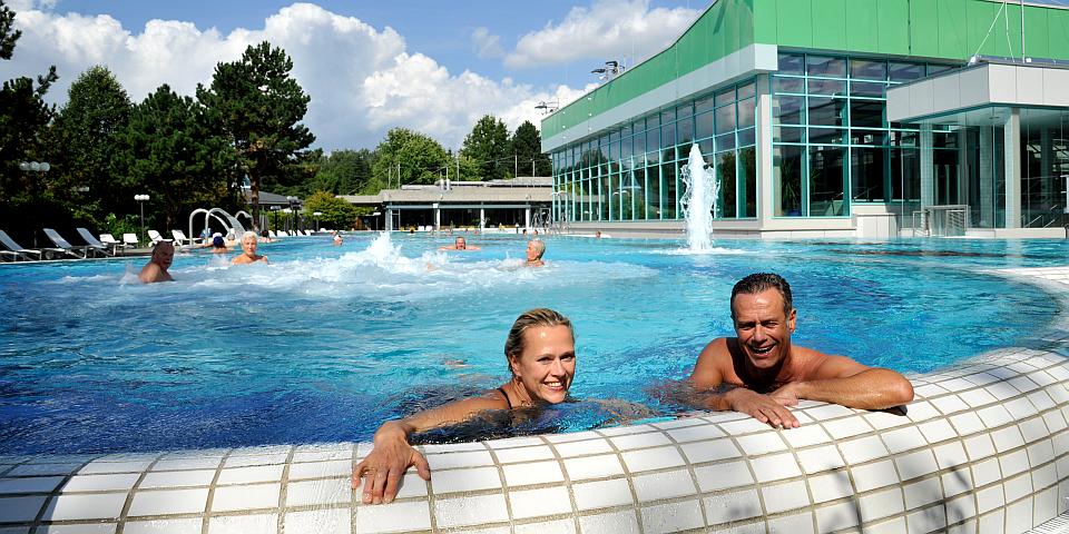 Genießen Sie drinnen und draußen die Badelandschaft der Jod Sole Therme © BBM/image-foto.de