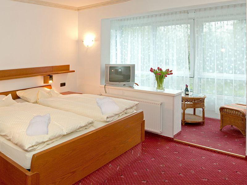 zimmer im hotel zum goldenen hirsch ihr zuhause auf zeit. Black Bedroom Furniture Sets. Home Design Ideas